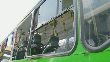 Seis linhas de ônibus ficam prejudicadas após depredação no feriado em Campinas - Quatorze ônibus do transporte municipal de Campinas foram depredados na madrugada de terça-feira (4), elevando para 22 o número de veículos vandalizados durante o feriado prolongado de carnaval, segundo a Transurc.