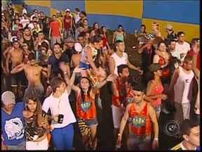 Babado Novo encerra festa de carnaval de Ibirá - Os foliões aproveitaram até o último minuto da noite de encerramento do carnaval. A banda baiana Babado Novo agitou a festa.