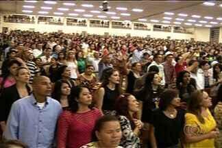Evento religioso reúne cerca de 15 mil durante o carnaval em Anápolis - Os jovens evangélicos optaram por passar o feriado na igreja.