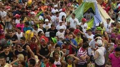 Irreverência marcou a passagem da Banda em Macapá - A IRREVERÊNCIA MARCOU A PASSAGEM DA A BANDA COMO ACONTECE TODOS OS ANOS TRADICIONALMENTE NA TERÇA - FEIRA GORDA DE CARNAVAL. SEGUNDO A COORDENAÇÃO DO BLOCO DE RUA CERCA DE 150 MIL PESSOAS PARTICIPARAM DA BRINCADEIRA ESTE ANO.