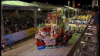 Seis escolas desfilam na última terça (4), na Passarela da Alegria - O representante da Liga das escolas de samba disse que ficou surpreso com a organização do evento e a participação do povo.