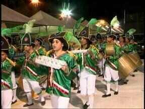 Última noite de desfiles do carnaval de Itaqui, RS, acontece nesta terça-feira - Todas as escolas do Grupo Especial entram na passarela do samba.