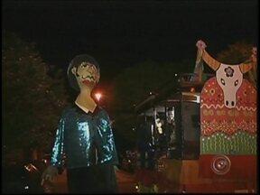 Carnaval termina animado em Botucatu e Torrinha - Carnaval terminou com muita animação na região. Em Botucatu, a escola acadêmicos do beira-rio trouxe um dos mais conhecidos ídolos brasileiros para avenida e foi eleita campeã. Em Torrinha, teve festa dos blocos e dos tradicionais bonecões gigantes.