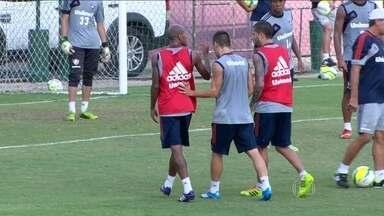 Wellington Silva e Diguinho se estranham em treino do Fluminense - Jogadores discutem e Renato Gaúcho diz que punirá os dois com multa.