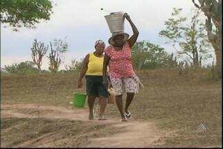 Moradores de Jaguara reclamam da falta de água e saneamento na região - Por causa disso, é preciso usar a água barrenta para matar a sede dos animais e também para consumo humano.