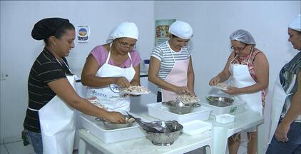 Pescadora do Cariri da PB ganhou fama ao criar técnica para tirar espinhas do peixe traíra - Veja qual é a técnica e como ela tem ajudado a comunidade onde a pescadora vive.