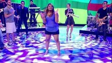 Vou de Taxi leva jovem para dançar zumba com Claudia Leitte no Caldeirão - Gabriela dançou o ritmo zumba ao som de 'Largadinho' no palco do Caldeirão