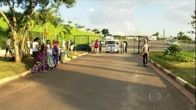 Confusão com jovens faz parque fechar mais cedo em São Paulo - Encontro começou bem, mas grupo fez arrastão e tumultuou local. Polícia foi chamada para conter problema, mas ninguém foi preso.