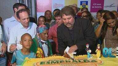 Aniversário de Olinda e Recife é comemorado com bolo e festa - Shows nas duas cidades atraíram moradores, que fizeram fila para comer bolo.