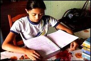 Adolescente da cidade do Crato sofre com grave problema na coluna - Familiares da jovem pediram ajuda ao CETV.