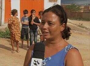 Falta de água afeta o Bairro José Carlos de Oliveira, em Caruaru - Moradores dizem que antes chegava somente à noite; atualmente não mais.