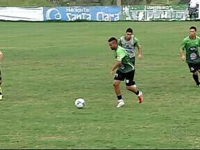 Novo técnico do Uberlândia comanda primeiro treino à frente da equipe - Ex-jogador Zecão, que era supervisor de futebol no clube, assume comando no lugar de Wellington Fajardo. Segundo ele, permanência no cargo tem prazo de validade
