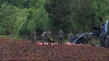 Começaram os trabalhos para identificar causa da queda de Super Tucano em Sidrolândia (MS) - A aeronave da FAB caiu em uma fazenda na noite desta quarta-feira (12)