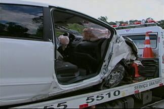 Acidente causa congestionamento na Mogi Dutra nesta quinta-feira (13) - Um carro capotou na rodovia no sentido São Paulo na tarde desta quinta-feira (13).