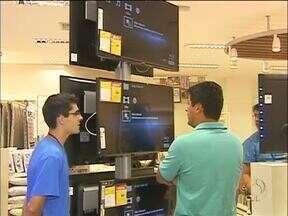 Consumidores começam a escolher a TV para assistir à Copa do Mundo - Os lojas se prepararam para as vendas aos clientes