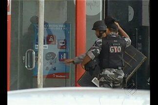 Quadrilha rende a família do gerente numa tentativa de assalto a banco, em Marabá - Quadrilha rende a família do gerente numa tentativa de assalto a banco, em Marabá.