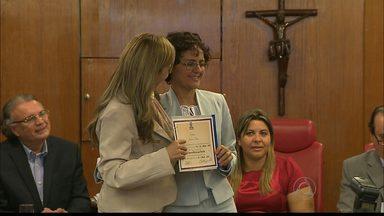JPB2JP: Jornalista Angélica Lúcio é homenageada na Câmara Municipal de João Pessoa - Ela foi uma das mulheres que receberam o decreto legislativo de honra ao mérito.