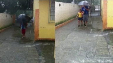 Escolas são invadidas pela água durante chuva - Pais mandaram imagens para o ParanáTV