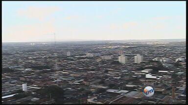 Saiba como fica o tempo nesta sexta-feira (14) em Ribeirão Preto - Dia deve ser de sol e pancadas de chuva. Máxima pode chegar aos 32 graus.