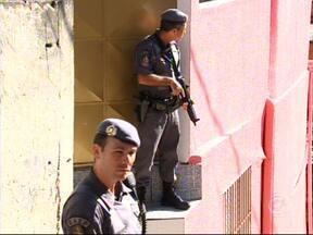 Polícia Militar continua operação no bairro Jardim São Camilo em Jundiaí - O bairro Jardim São Camilo, em Jundiaí (SP), continua sendo ocupado pela Polícia Militar. Já é o segundo dia em que eles ocupam a região.