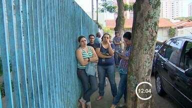 Ministério do Trabalho de São José dos Campos, SP, tem filas no atendimento - A superintendência do Ministério do Trabalho em São Paulo informou que o órgão reconhece a falta de profissionais, mas que isso é um problema nacional e não apenas de São José.