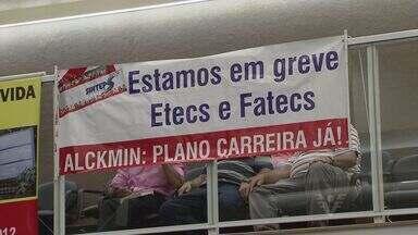 Funcionários das ETECs, FATECs e Centro Paula Souza estão em greve - Eles reivindicam plano de carreira