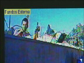 Unioeste sofre com furtos constantes - Peças de metal têm sido roubadas constantemente do câmpus da Unioeste em Foz do Iguaçu. Um ladrão foi flagrado roubando o fio de cobre do para-raio.