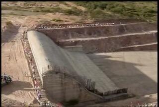 Autoridades se reuniram em Taiobeiras para discutir a retomada da obra de Berizal - Obra é tida como solução para a seca na região do Alto do Rio Pardo.