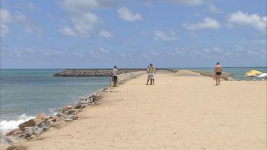 Obra inacabada do Espigão já atraia turistas - Obra fica na orla de Fortaleza.