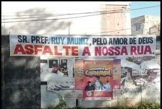 Falta de asfalto, poeira e lama são problemas comuns em alguns bairros de Montes Claros - Moradores do bairro Santo Antonio II esperam a melhoria das vias há várias administrações.