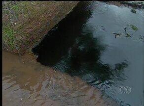Derramamento de óleo poluiu córrego e rio em Araguaína - Derramamento de óleo poluiu córrego e rio em Araguaína