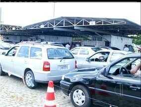 Pessoas enfrentam grandes filas no Detran de Campos, RJ - Detran recebeu muito movimento para fazer vistorias.