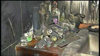 Incêndio atinge apartamento de prédio na 304 Norte - Um dos moradores do apartamento acredita que um curto circuito num ventilador provocou o incêndio. As chamas foram tão fortes que as paredes racharam e os objetos derreteram.