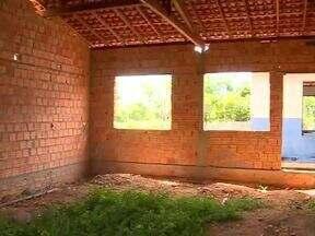Alunos do municipio de Batalha do Piauí assistem aula em casa de produção de farinha - Alunos do município de Batalha do Piauí assistem aula em casa de produção de farinha