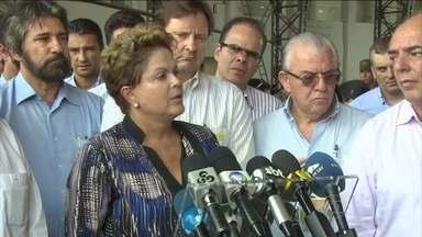 Dilma libera FGTS para quem perdeu casa nas cheias de Rondônia e Acre - A presidente anunciou neste sábado (15) o perdão de dívidas de agricultores e a liberação do FGTS para famílias que perderam as casas na cheia em Rondônia e no Acre.