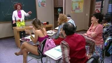 Valéria arruma confusão substituindo professora - Alunos ficam mais confusos com a aula