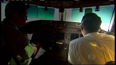 Desvio de rota de avião desaparecido na Ásia foi planejado no computador da aeronave - Segundo investigadores americanos citados pelo jornal The New York Times, todas as mudanças de curso, que desviaram o jato de seu destino final, foram pré-programadas. É mais uma suspeita que cai sobre o piloto e o co-piloto.