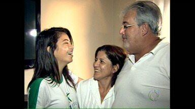 Pais que adotaram crianças maiores comemoram a escolha feliz - Muita gente tem receio de adotar crianças com mais de cinco anos mas um casal de Londrina que fez essa opção hoje tem uma família muito feliz.