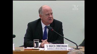 Governo está em alerta com relação à falta de energia - Depois de reiterar que o abastecimento de energia no país não corre riscos, o governo admitiu que há uma luz de alerta amarela, durante uma audiência na Câmara dos Deputados em Brasília.