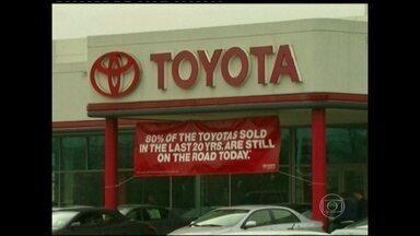 Governo americano impõe multa à montadora japonesa Toyota - A multa equivalente a R$ 2,8 bilhões é a maior já aplicada nos EUA a um fabricante de veículos e encerra um processo criminal que durou quatro anos. A punição é por ter enganado autoridades e consumidores.