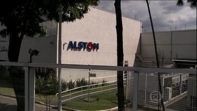 Ex-executivo diz que Alstom pagou propina para servidores e políticos do PSDB - Um ex-executivo da Alstom disse a promotores que a empresa pagou R$ 32 milhões em propinas para servidores e políticos do PSDB, para obter contratos com empresas estatais do setor de energia.