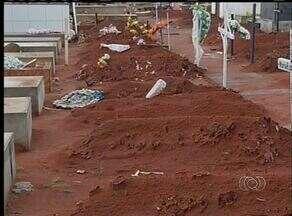 Ossos de cadávares estão espalhados por cemitério de Porto Nacional - Ossos de cadávares estão espalhados por cemitério de Porto Nacional.