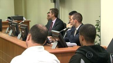 Justiça ouve testemunha no julgamento de policiais envolvidos na morte de Amarildo - A Justiça está ouvindo testemunhas no julgamento de policiais acusados de torturar e matar o ajudante de pedreiro Amarildo de Souza.