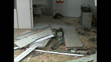 Bandido morre em confronto com a polícia depois de explosão em banco - O crime foi em Nova América da Colina, depois de explodir o caixa eletrônico os bandidos trocaram tiros com a polícia.