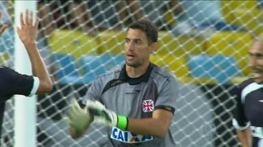Com melhor defesa do campeonato, Vasco espanta fase negra da zaga em 2013 - Além de ser o menos vazado, equipe conta com um dos artilheiros da competição.