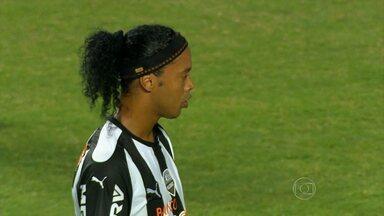 Digno da tela grande: Ronaldinho perde pênalti e galo empata em casa com Nacional-PAR - Digno da tela grande: Ronaldinho perde pênalti e galo empata em casa com Nacional-PAR