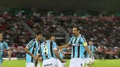 Grohe brilha, e Grêmio consegue empate importante contra Newells Old Boys - Com gol no fim, gaúchos arrancam bom resultado na argentina.