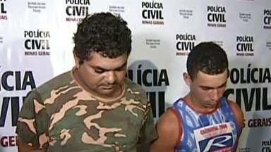Polícia prende 2 suspeitos de envolvimento na morte de pai e filho no Leste de MG - Eles foram assassinados dentro de casa, em Governador Valadares.