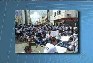 Movimento Não Pago realiza protesto contra possibilidade de aumento das passagens - Movimento Não Pago realiza protesto contra possibilidade de aumento das passagens