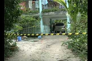 Quadrilha invade chácara em Benevides - Família foi ameaçada de morte por invasores de chácara. Dois integrantes do bando foram presos e outros dois conseguiram fugir.